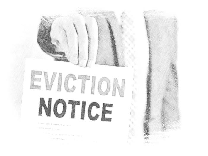 При выдаче постановления суда на ограничение права собственности приставы получают полномочия выселить заемщика